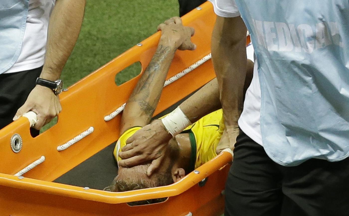 Mondiale finito per Neymar: frattura alla vertebra lombare