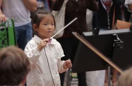 Conduct Us, l'orchestra americana che si fa dirigere dai passanti
