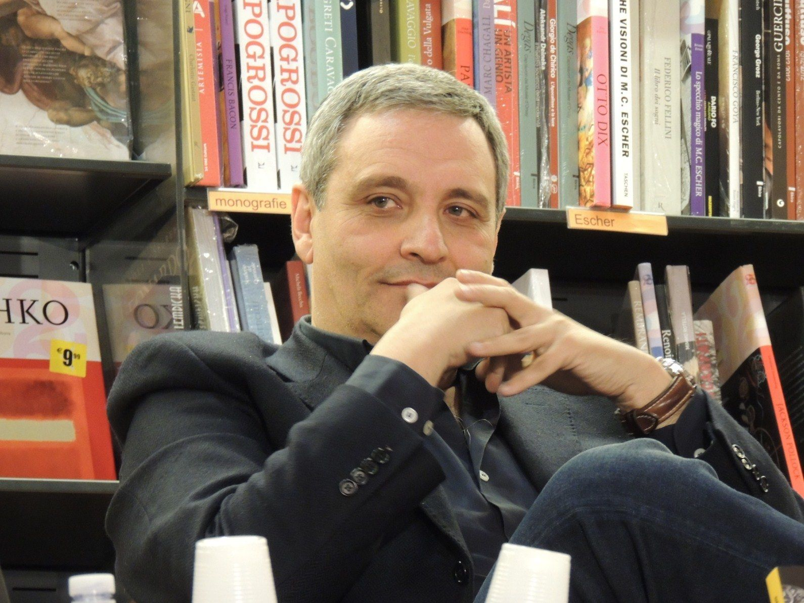 In fondo al tuo cuore di De Giovanni: libro e recensione sulla nuova indagine del commissario Ricciardi