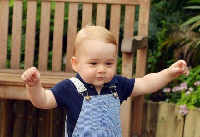 Il principe George compie un anno: il primo ritratto ufficiale del royal baby