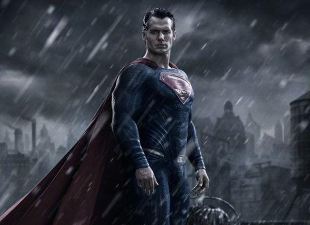 Batman v Superman: Dawn of Justice, Henry Cavill nella prima immagine ufficiale del film