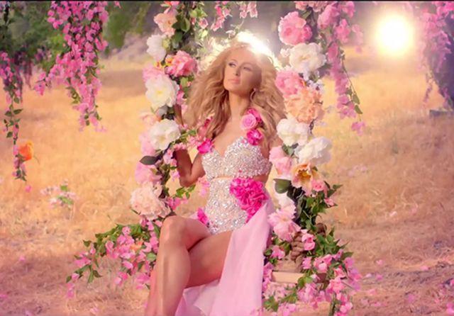 Paris Hilton Come Alive video testo traduzione