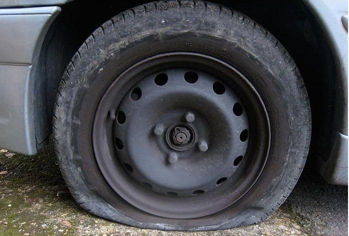 Gomma bucata: ruota di scorta, ruotino o kit riparazione?