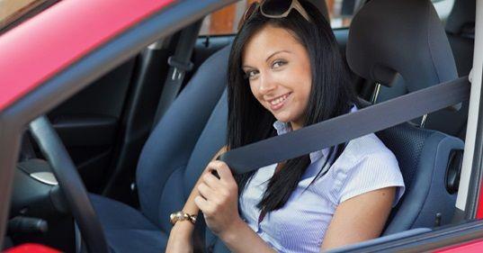 Quiz patente, regole cinture di sicurezza e casco: quante ne sai?