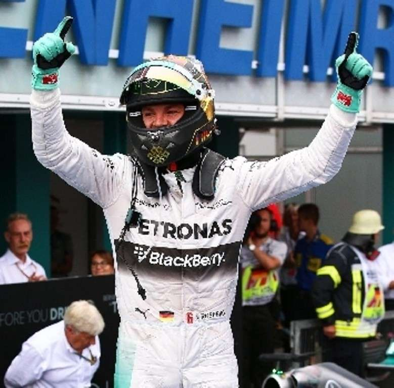 Rosberg trionfa in Germania