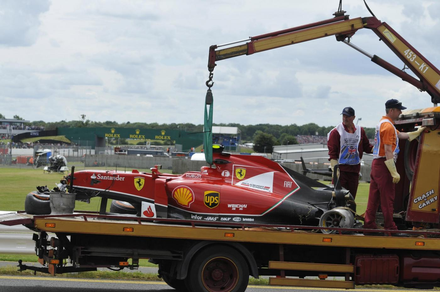 GP Silverstone F1 2014: vince Hamilton, a muro Raikkonen