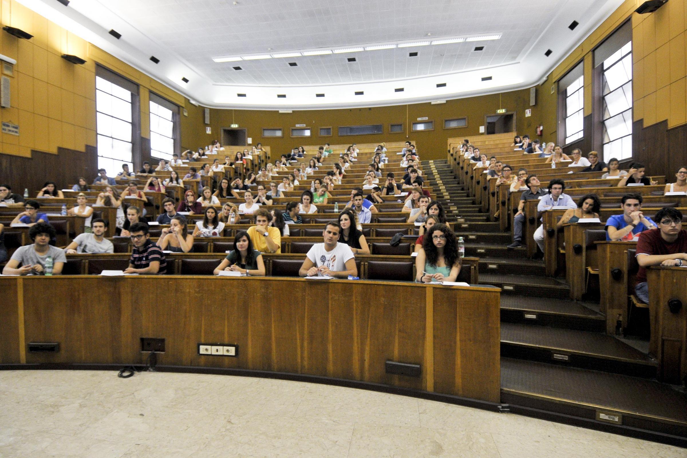 Università: le facoltà scientifiche preferite alle discipline sociali e umanistiche