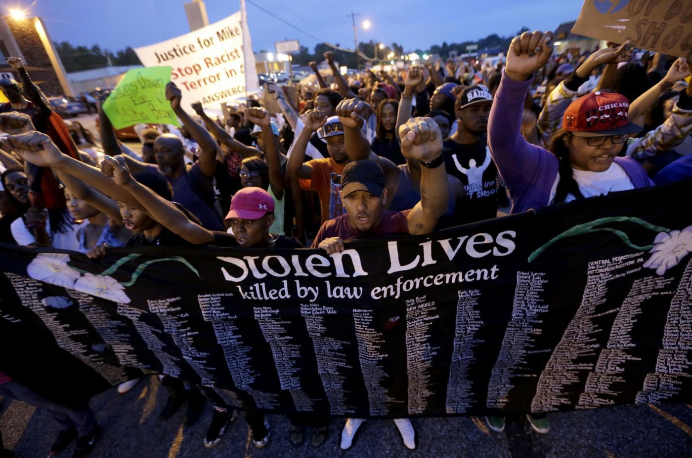 Ragazzo ucciso in America, notte di calma: due mesi per decidere il processo