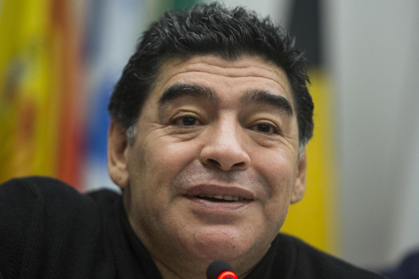 Diego Armando Maradona schiaffeggia un giornalista