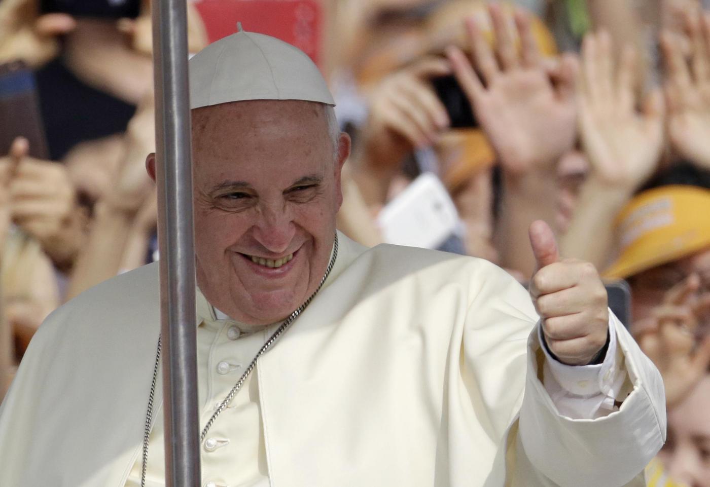 Papa Francesco: 'Viviamo la terza guerra Mondiale ma spezzettata'