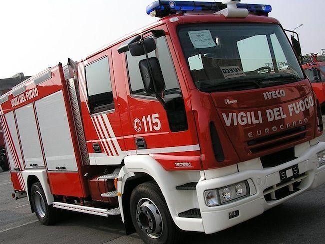 Rieti, esplosione e fiamme in un distributore di carburanti sulla via Salaria