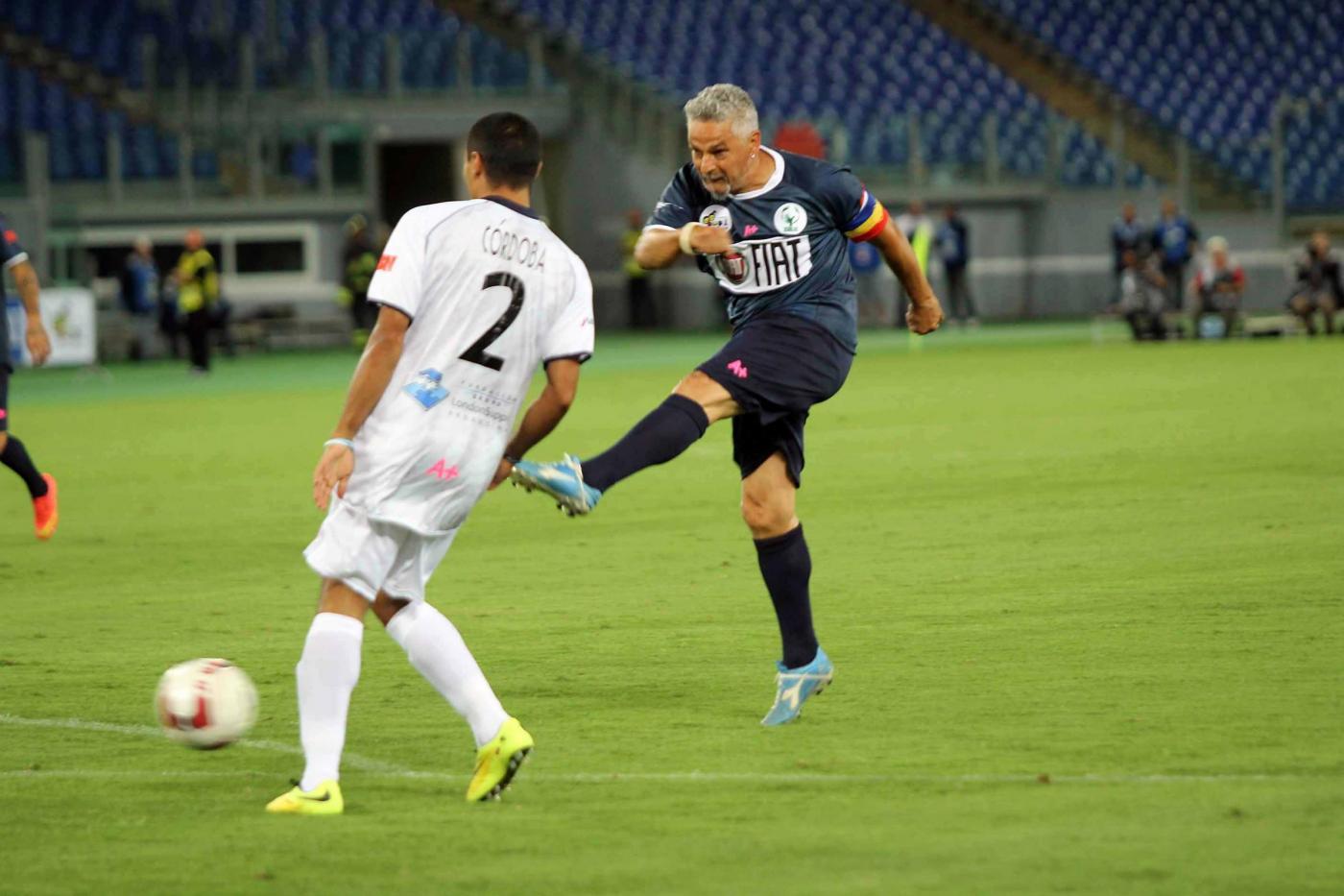Maradona prepara l'assist e Baggio segna: il gol da leggenda