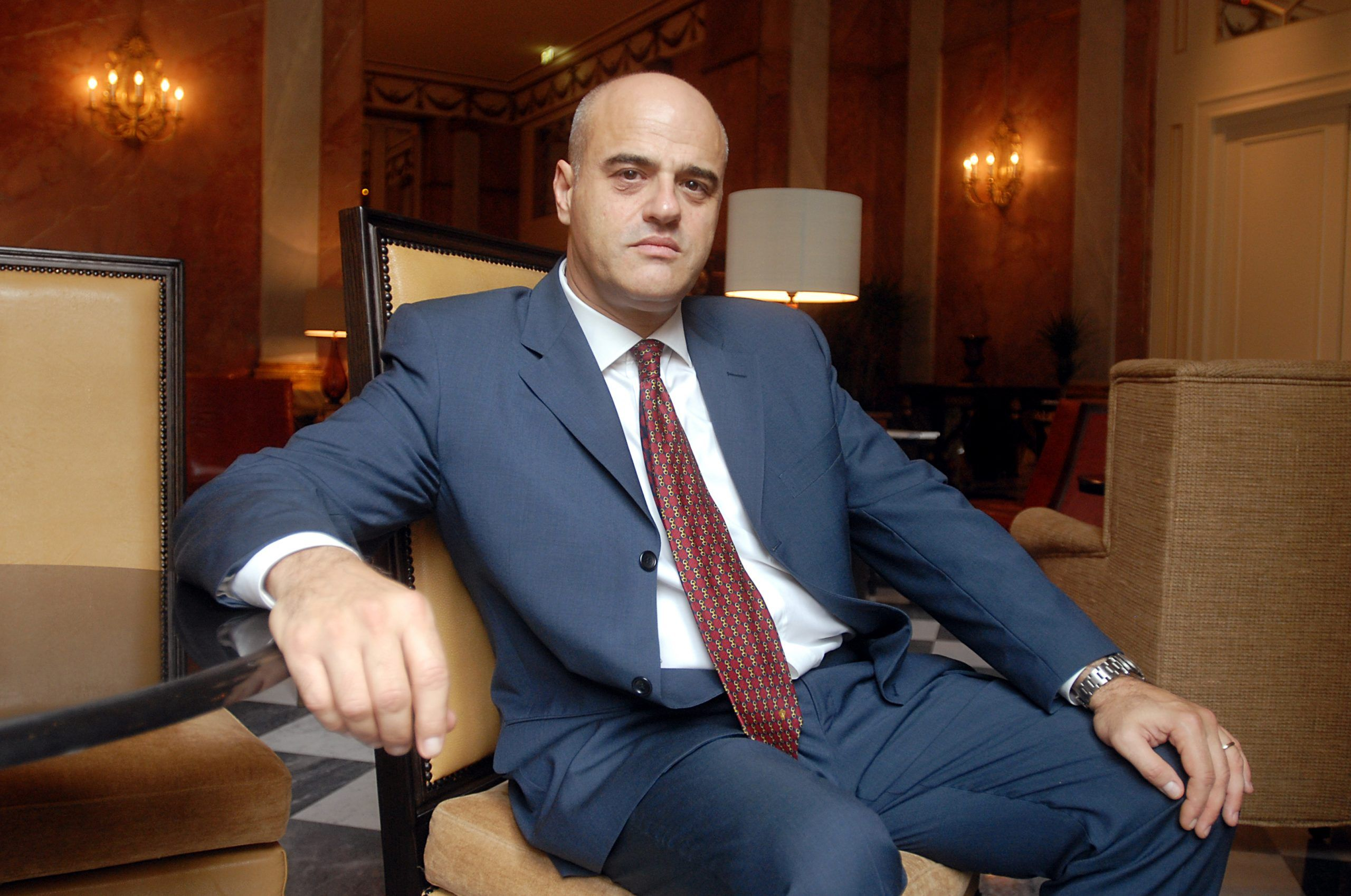 Scandalo Eni, chi è e perché è indagato Claudio Descalzi?