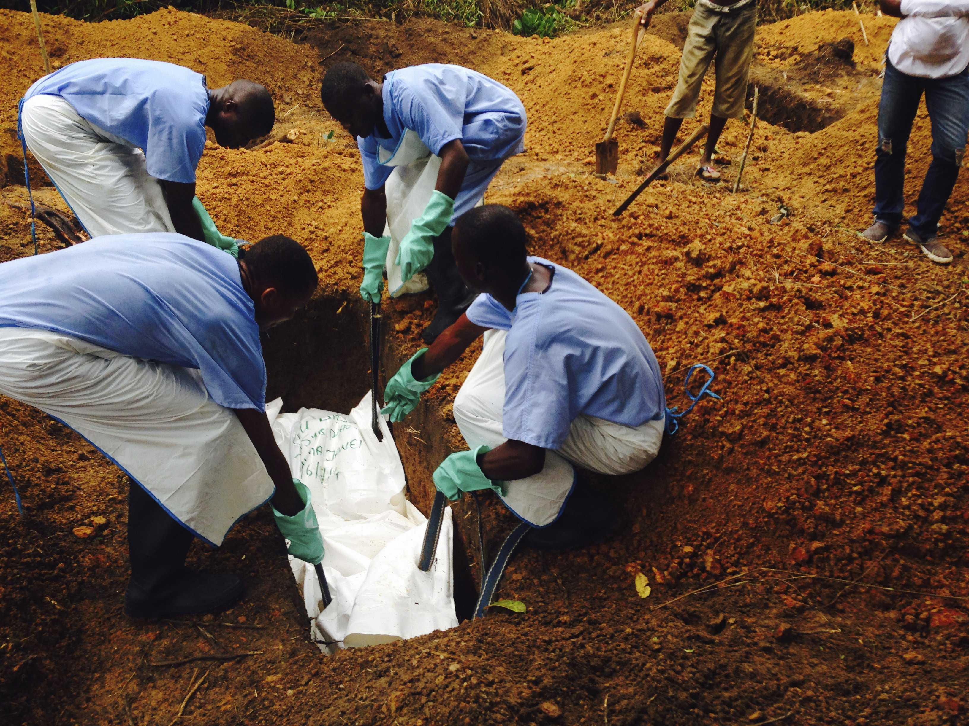 Ebola, l'allarme di Obama: la minaccia è fuori controllo