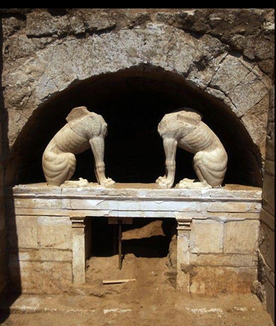La tomba di Alessandro Magno in Grecia? Le due cariatidi e il masoleo di Kasta allo studio degli archeologi