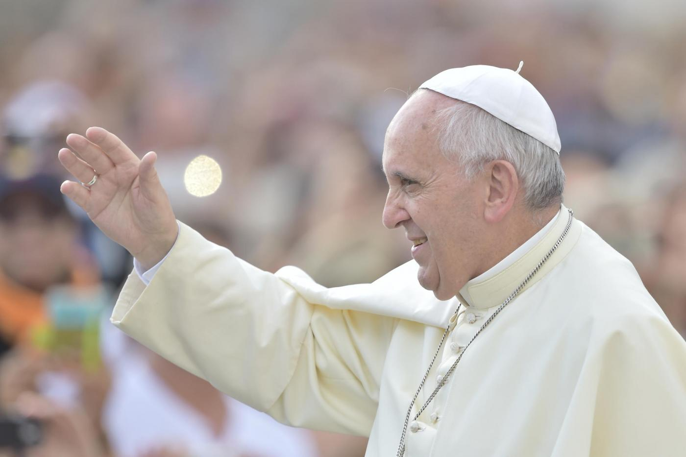 Papa Francesco in Albania, contro gli estremisti: 'Dio non è scudo per atti di violenza'