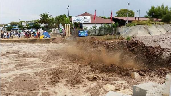 Alluvione nel Gargano: un morto a Peschici, evacuate 6mila persone