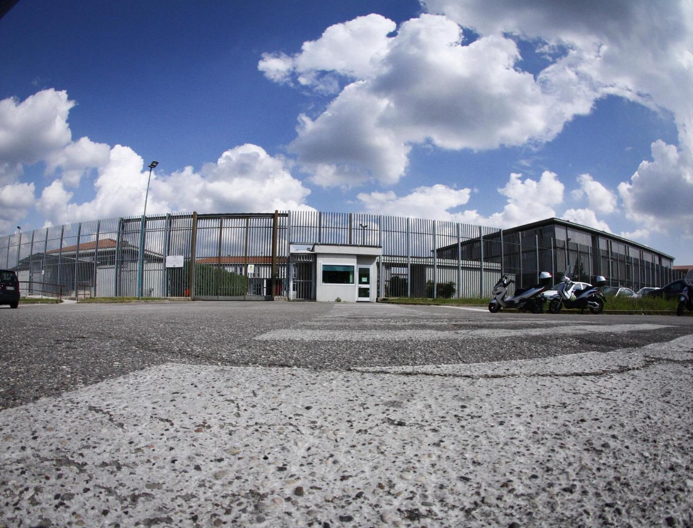 Carceri sovraffollate: il rimedio compensativo risarcisce i detenuti