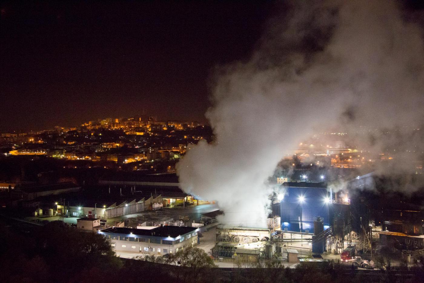 Emissioni di CO2 in Italia: i gas serra delle aziende in forte calo nel 2013