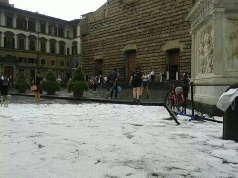 Alluvione in Toscana oggi: Firenze conta i danni dopo la bomba d'acqua