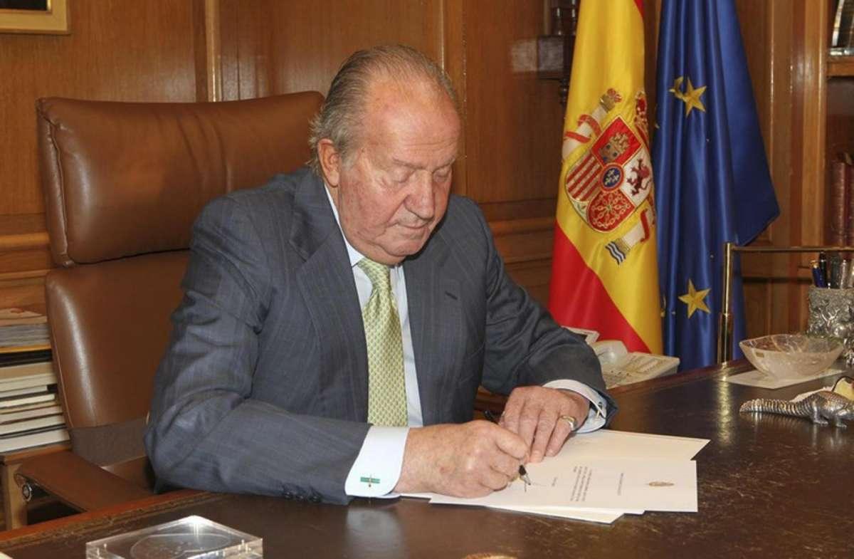 Juan Carlos di Spagna va a vivere con l'amante Corinna Larson