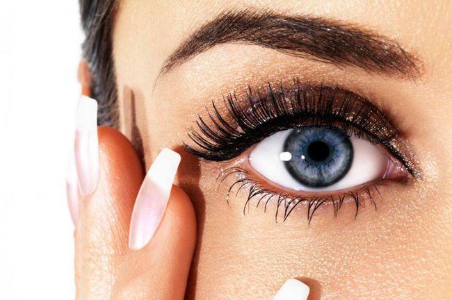 Occhi stanchi: causa e rimedi naturali