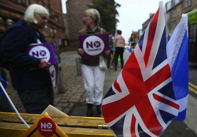 Scozia indipendente: il Primo Ministro Salmond si dimette, scontri a Glasgow