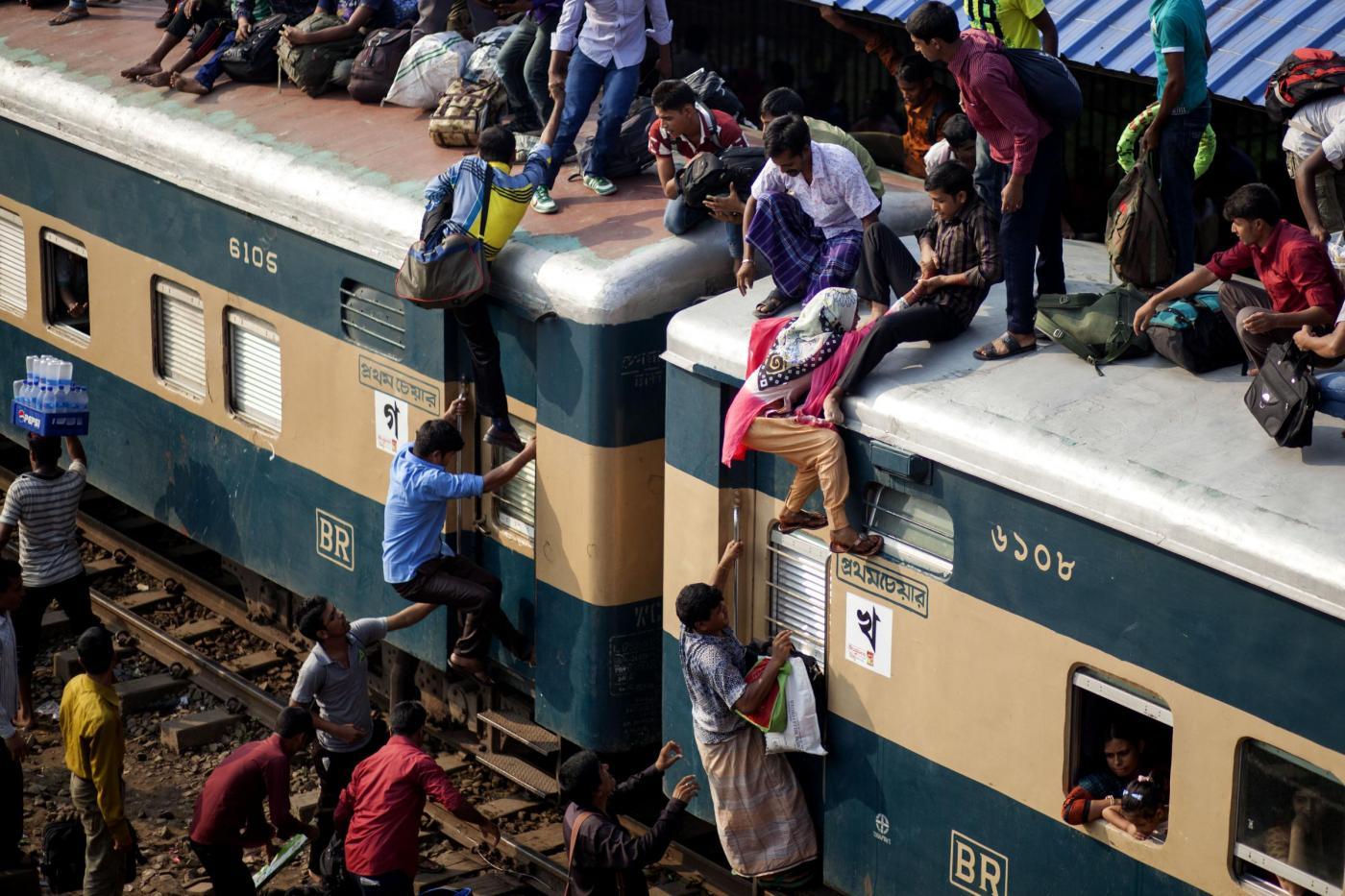 Bangladesh: treni presi d'assalto per la Id al-Adha