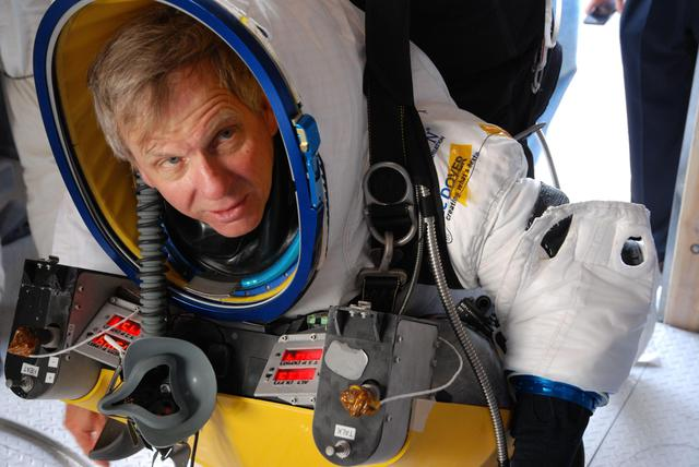 Alan Eustace di Google batte Baugmartner: suo il record del lancio dalla stratosfera