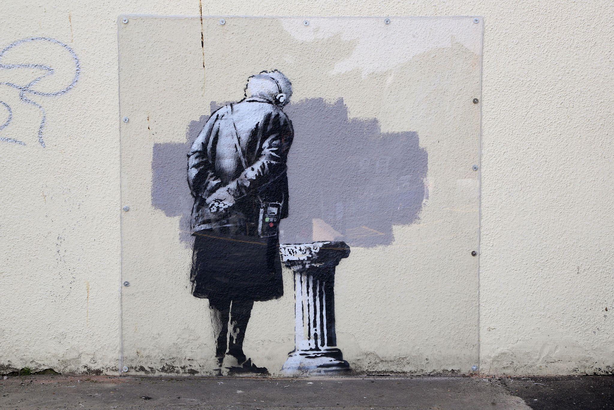 Murales di Bansksy danneggiato dai vandali a Folkestone, in Inghilterra