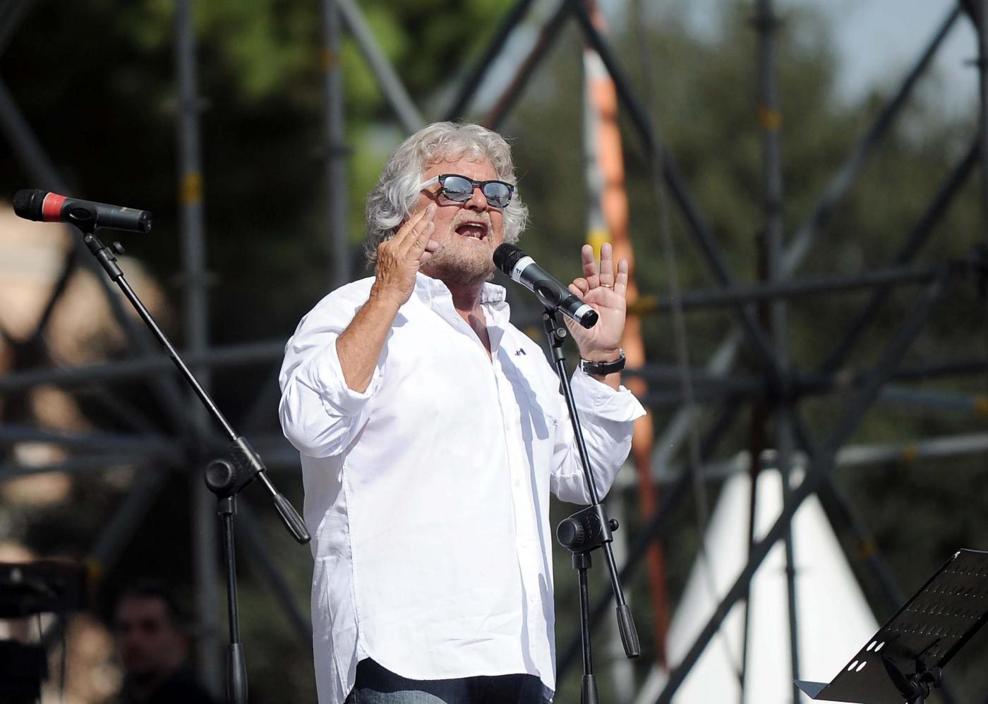 Festa M5S al Circo Massimo: Grillo invoca l'esercito contro Renzi