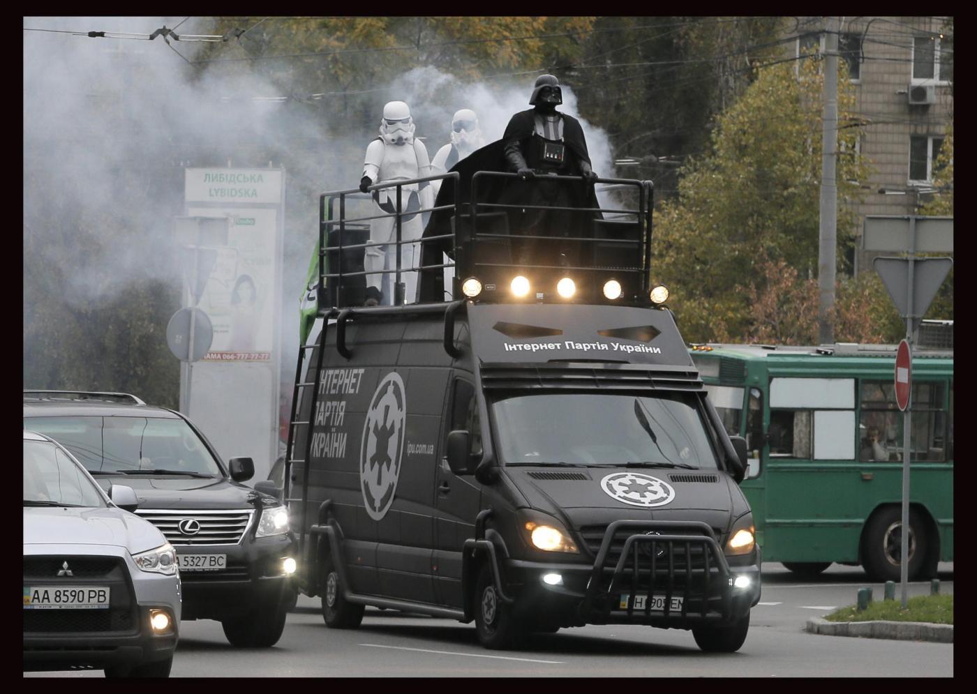Elezioni Ucraina 2014: Darth Vader scende in campo a Kiev