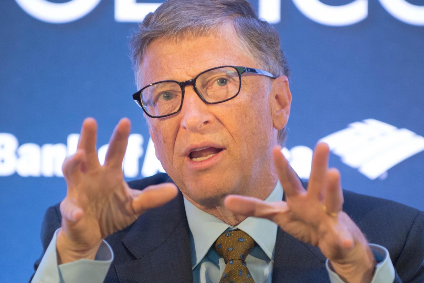 Bill Gates e Jimmy Fallon bevono l'acqua derivata dalle feci
