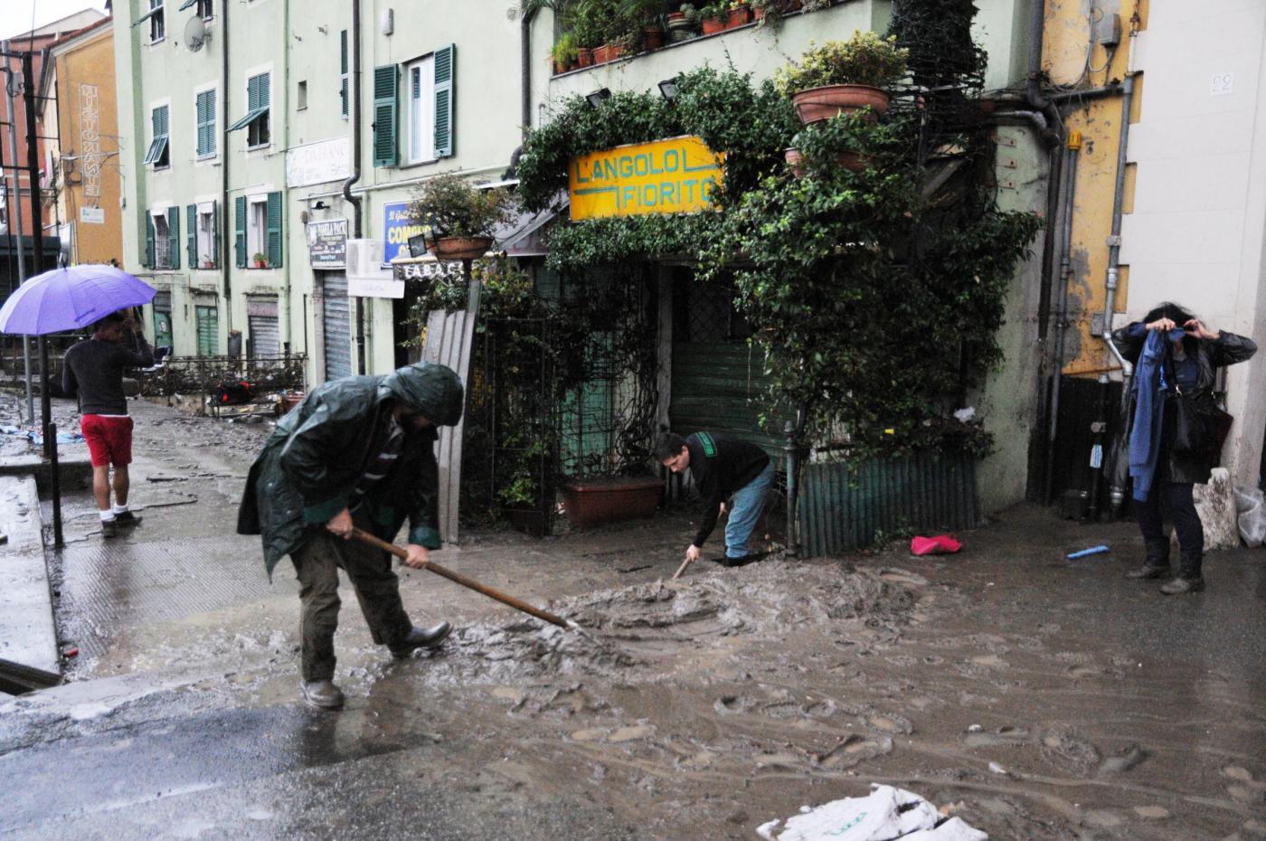Alluvione Genova 2014, la città cerca la normalità tra polemiche vere e bufale