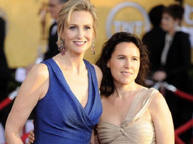 Jane Lynch di Glee divorzia da Lara Embry, sborsando una cifra astronomica