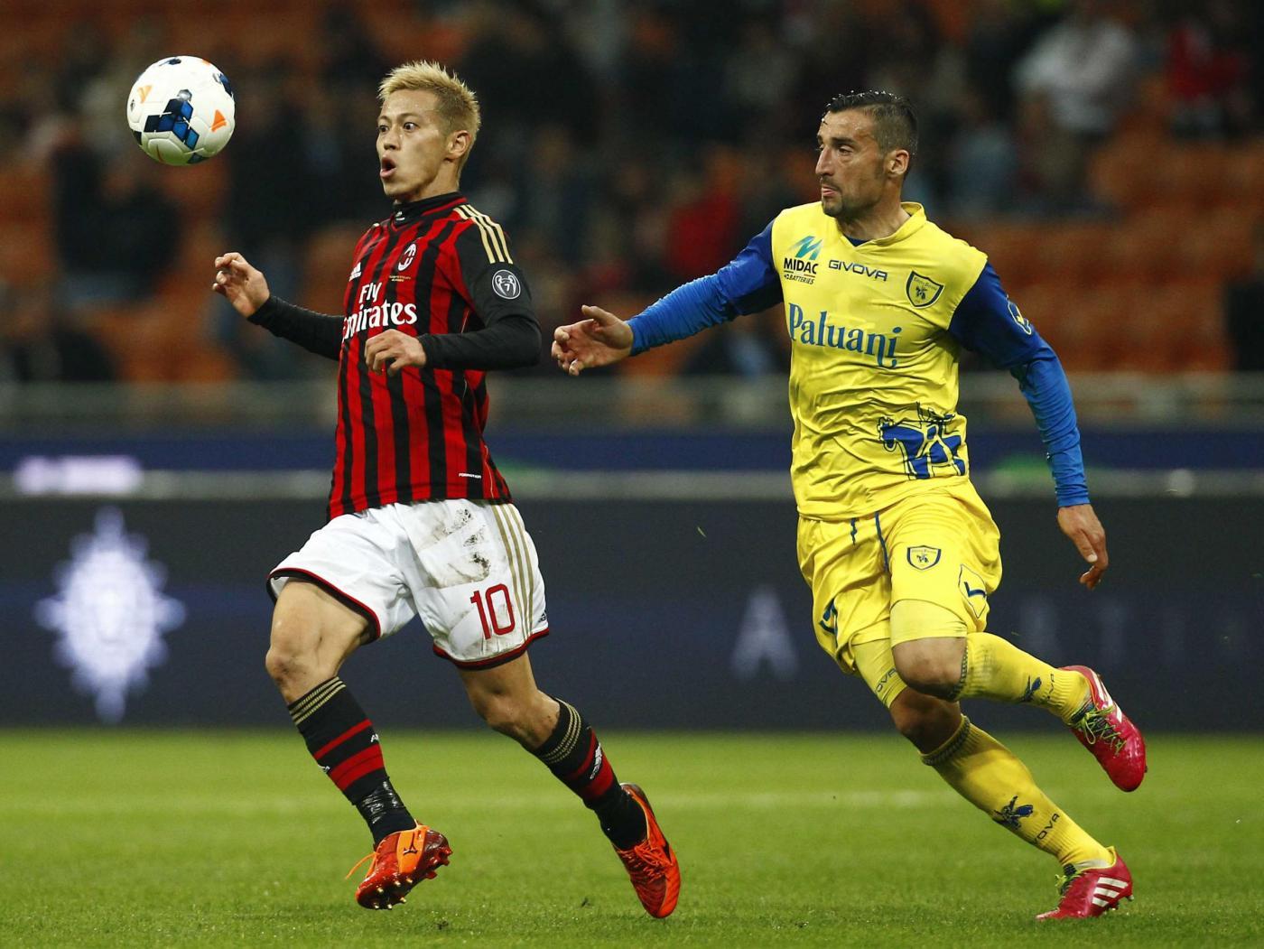 Milan vs Chievo 2-0: Muntari e Honda decidono l'anticipo