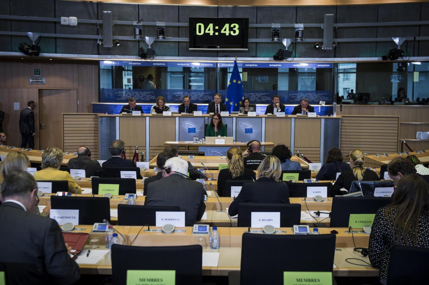 Stipendi parlamentari europei: uno su due ha doppi incarichi
