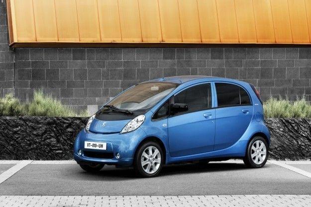 Peugeot i On tre quarti anteriore