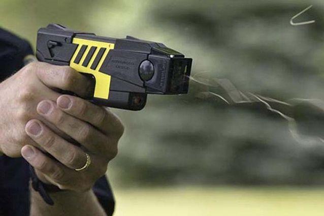 Pistola elettrica Taser alla Polizia: gli Agenti la vogliono?