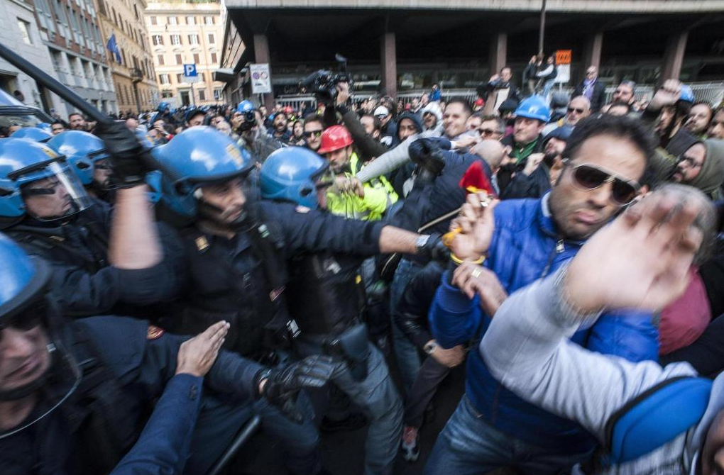 Corteo degli operai a Roma con la carica della Polizia, Camusso: 'C'è stato un ordine'