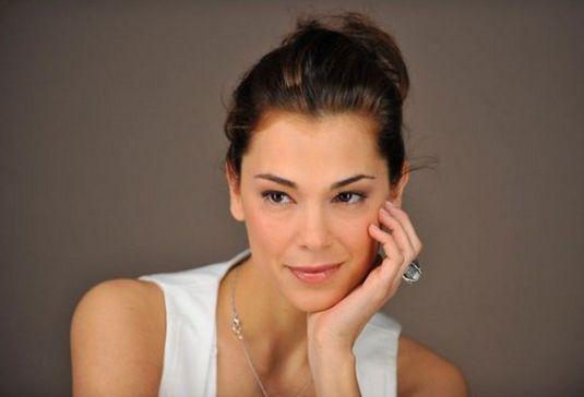 Giorgia Surina: 'Sono single e serena: vorrei diventare mamma, ma senza ossessione'
