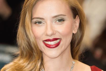 Scarlett Johansson in Custom of the country: l'attrice protagonista di una serie tv