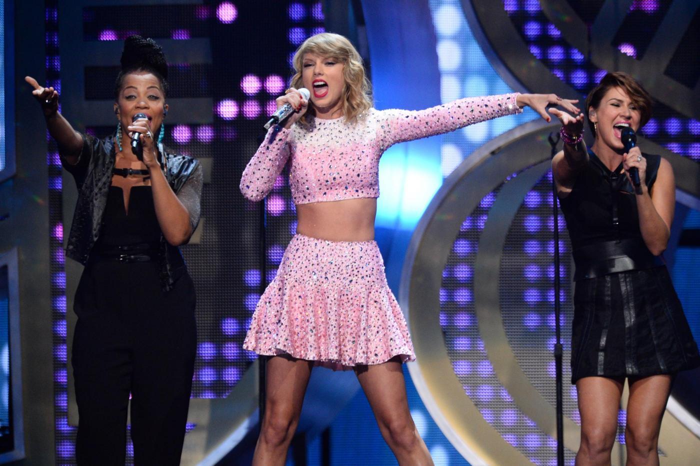 Taylor Swift: concerto segreto sul tetto di un palazzo a New York