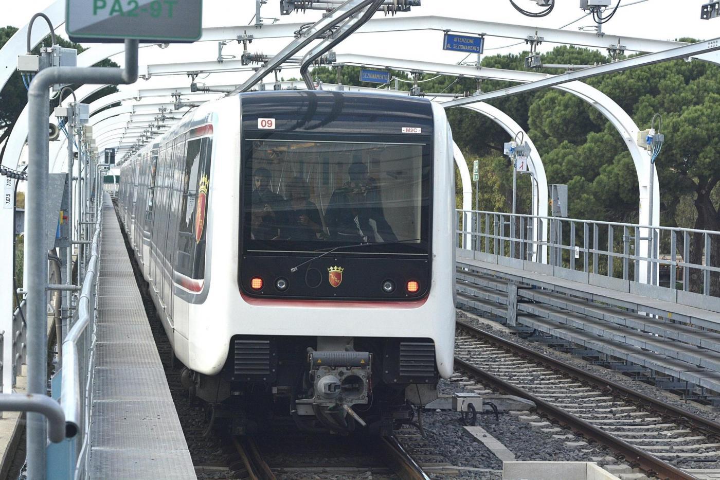 Roma, inaugurazione Metro C: il primo treno si ferma