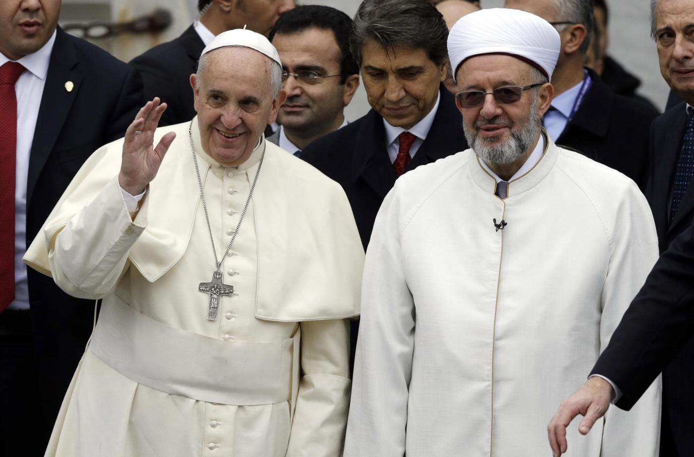 Papa Francesco in Turchia nella Moschea Blu con il Grand Mufti