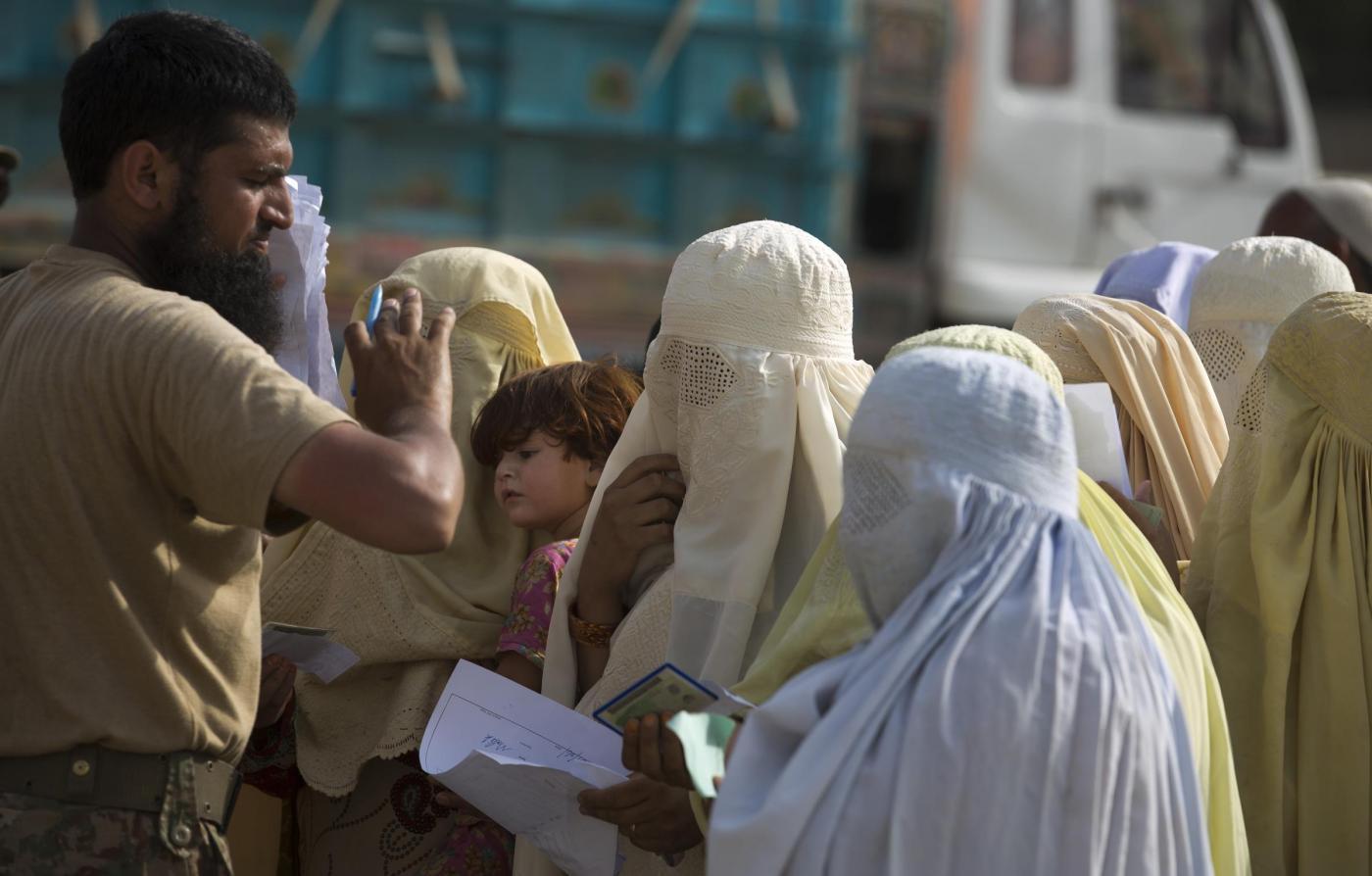 Afghanistan, la mamma di un poliziotto ucciso si vendica e fa strage di talebani