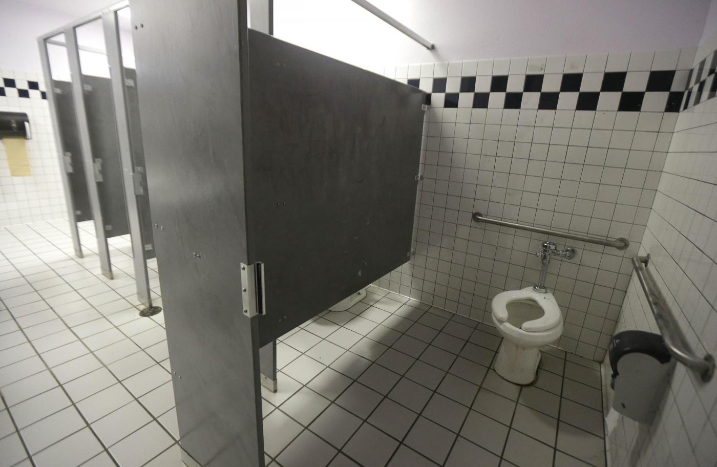 Come è usato il bagno nei posti di lavoro? La sorprendente ricerca svolta in 13 Paesi