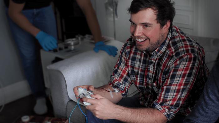 Il videogioco che ti preleva sangue ogni volta che ti ferisci