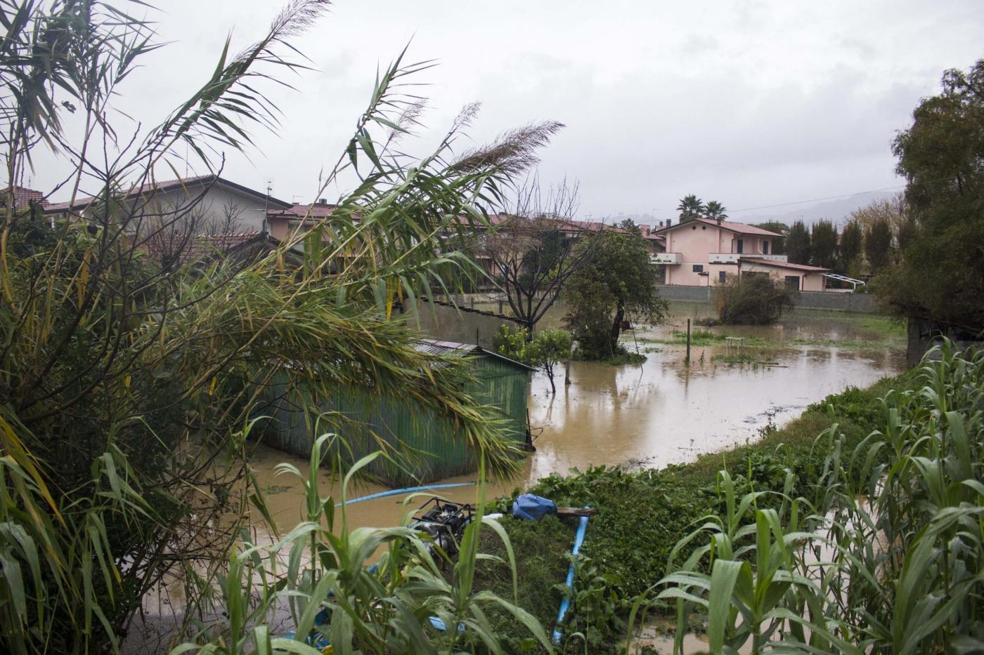 Alluvione a Carrara: evacuati i piani terra nelle zone a rischio