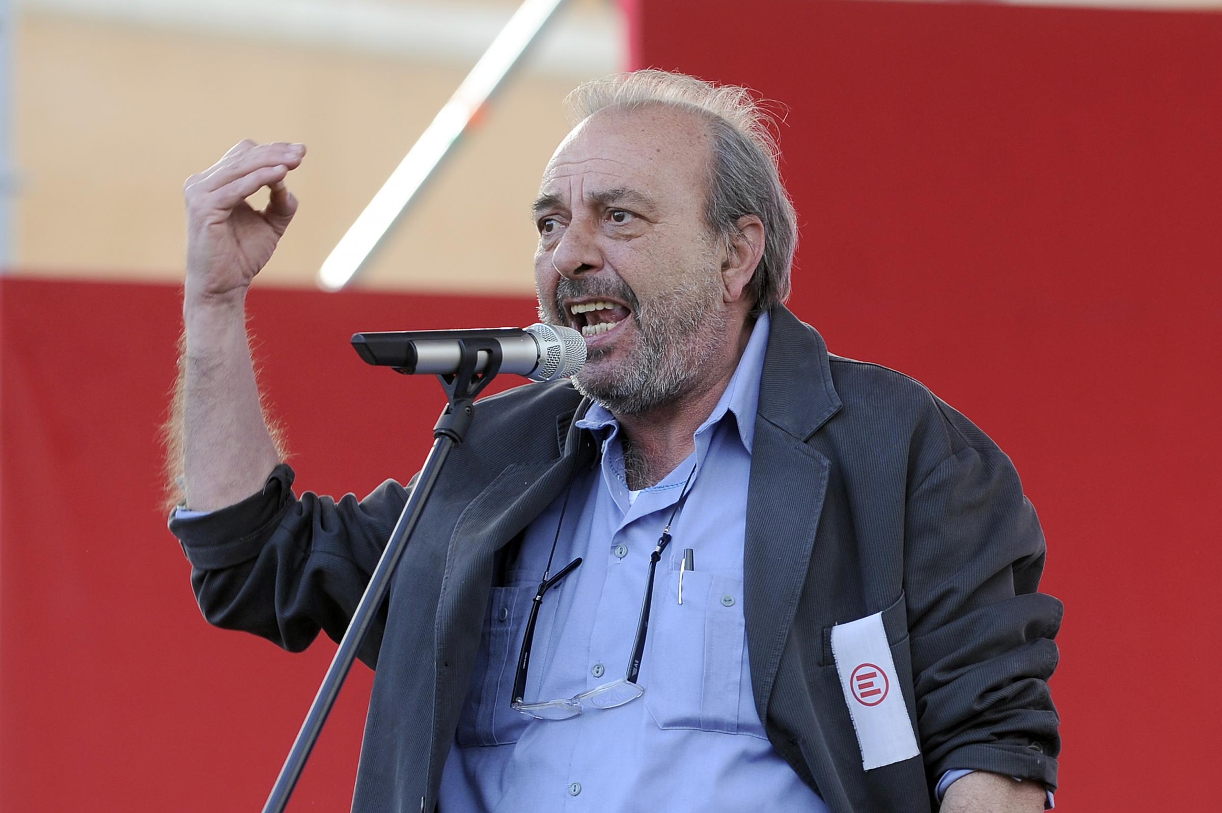 Vauro Senesi morto: la bufala sul vignettista di Servizio Pubblico ucciso da un prete impazzito